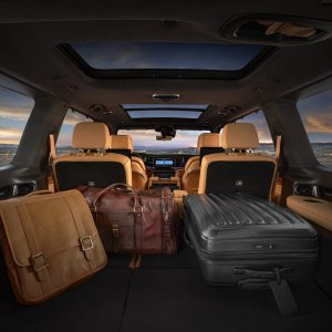 2022-Jeep-Grand-Wagoneer-Interior-17.jpg