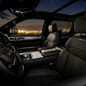 2022-Jeep-Grand-Wagoneer-Interior-22.jpg
