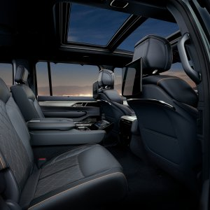 2022-Jeep-Grand-Wagoneer-Interior-41.jpg