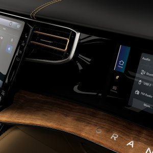 2022-Jeep-Grand-Wagoneer-Interior-44.jpg