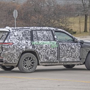 Spy Photo - 2022 Jeep Grand Cherokee 3 Row 21.jpg